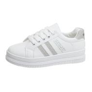新款平底小白鞋